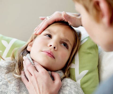 У ребенка болит горло: первая помощь